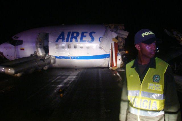 A Plane Hit by Lightning (10 pics)