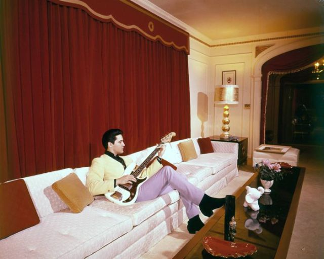 Rare Photos of the King (21 pics)