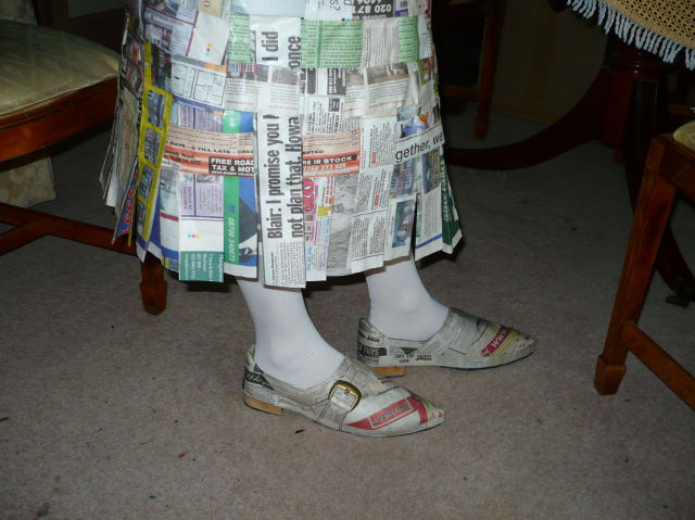 newspaper dress (6 pics)