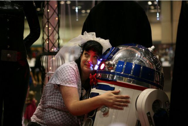 She Married R2-D2 (13 pics)