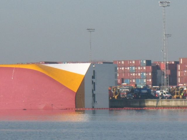 Accidents with Container Ships (95 pics)