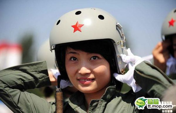 An Insight in the Life of Chinese Female Pilots (19 pics)