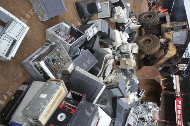 Computer Junkyards (9 pics)
