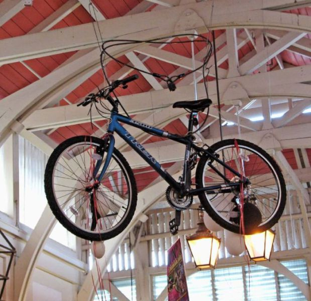 Creative ways to Park a Bicycle (20 pics)