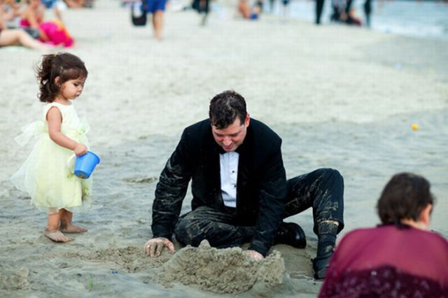 Going to the Beach in a Suit (9 pics)