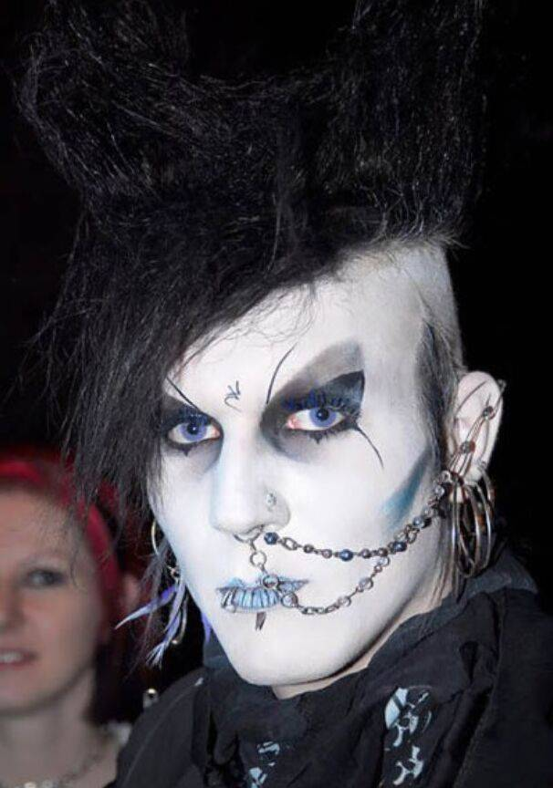 20 Hilarious Goth Fails