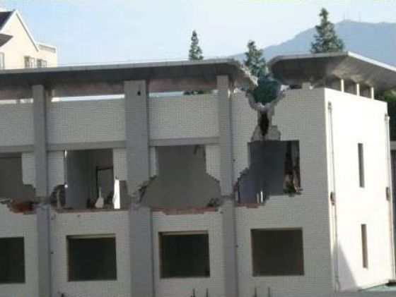 House Demolition in China (9 pics)