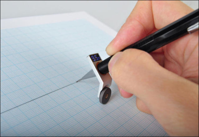 How to Draw a Straight Line without a Ruler (8 pics)
