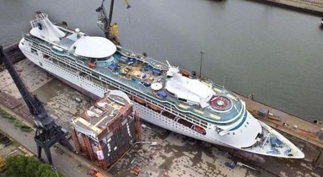 How to Lengthen a Ship (4 pics)