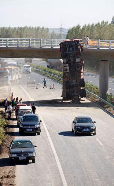 Incredible Truck Crash on a Motorway (6 pics)