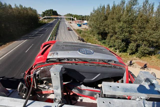 Incredible Truck Crash on a Motorway (6 pics)