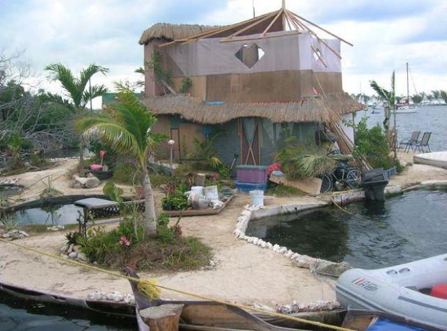 Spiral Island II: a Fantastic Floating Plastic Bottle Island (34 pics)