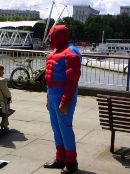 Supersized Superheroes (50 pics)