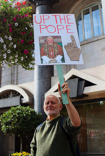Funny the Pope Protest Signs (30 pics)