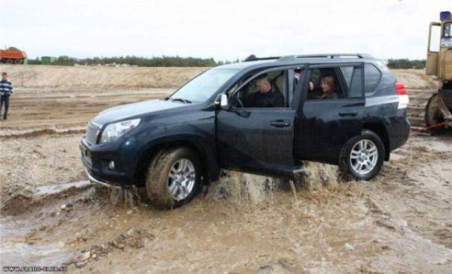 Jeep in a Trap (7 pics)