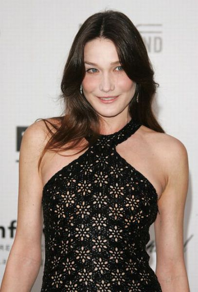 Face Evolution of Carla Bruni (15 pics)