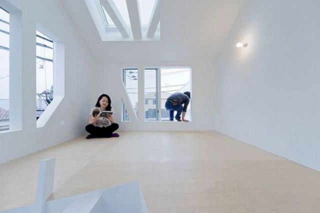 Amazing and Unusual House in Tokyo (10 pics)