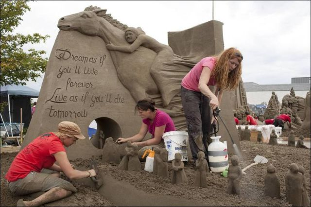 Amazing Sand Sculptures 2010 (31 pics)