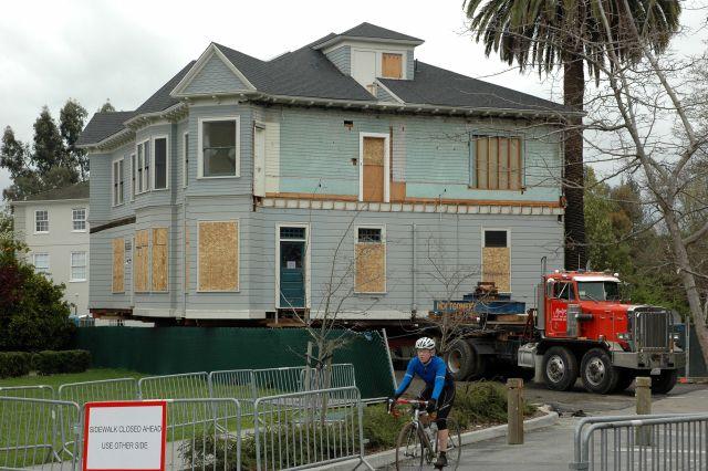 Moving Big Houses (26 pics)