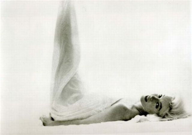Great Black and White photos of Marilyn (61 pics)