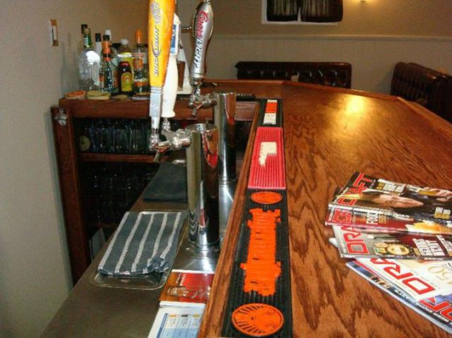 Built a homebar in one weekend (10 pics)