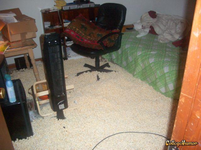 Funny Dorm Pranks (33 pics)  Izismilecom ~ 231107_Dorm Room Prank Ideas