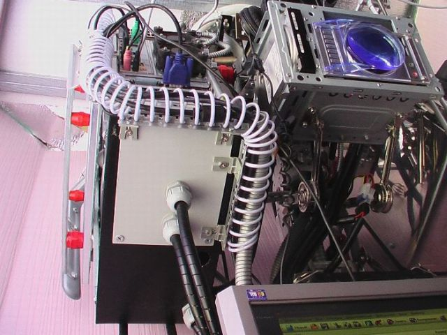 The No-Case PC Case Mod (13 pics)