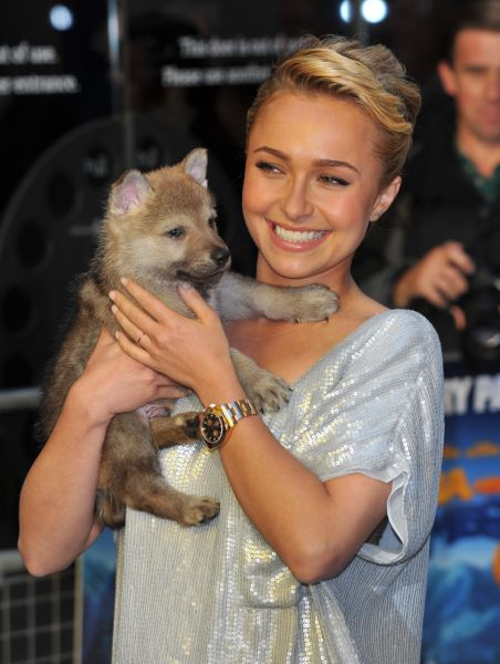 Hayden Panettier Has Got a New Friend (9 pics)