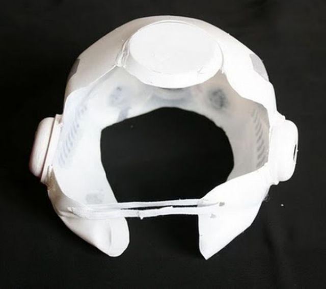How to Make a Stormtrooper Mask (10 pics)