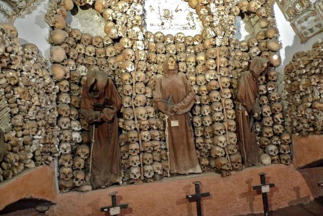 Human Bones Decorating a Crypt (13 pics)
