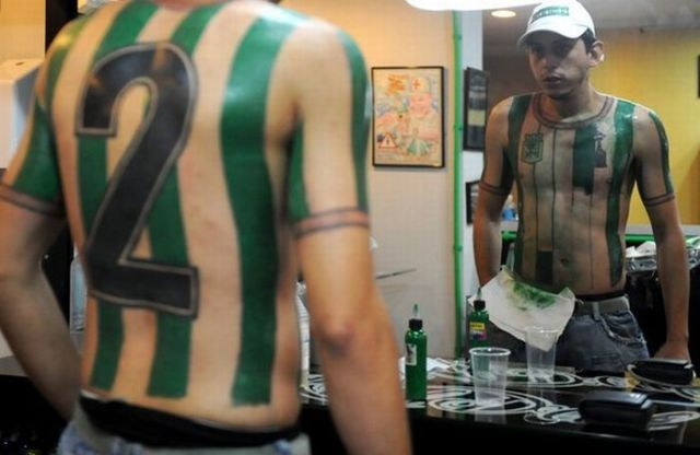 Return to The Craziest Soccer Tattoo (9 pics)