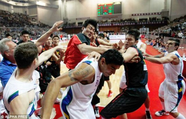 A Fight at a Basketball Game (20 pics + 1 video)