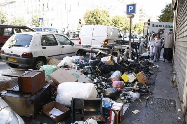 City Became a Garbage Dump (30 pics)