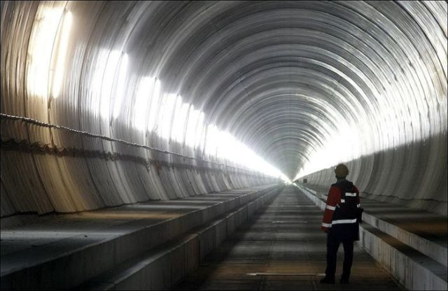 One Long Tunnel (16 pics)