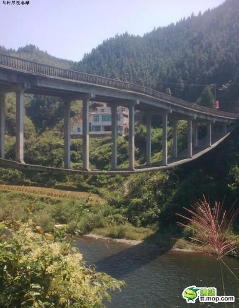 One Way to Build a Bridge (7 pics)