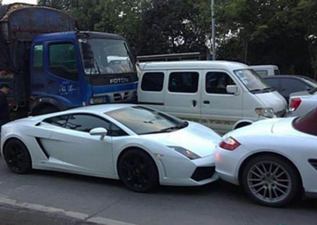 Luxury Meets a Junker (8 pics)
