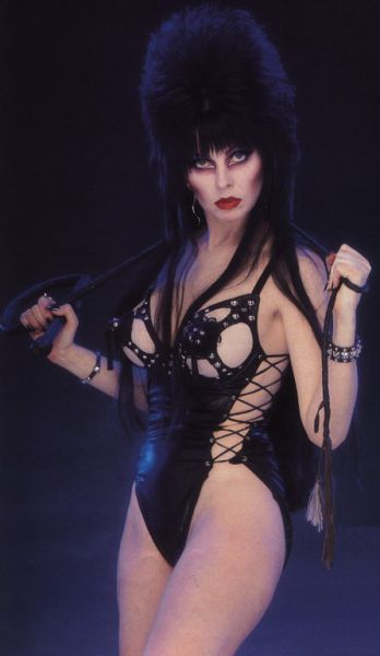 ELVIRA TRICKING AND TREATING (6 pics)