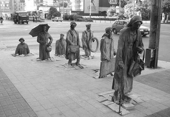 Tilted Tens: Top Ten Statues (10 pics)