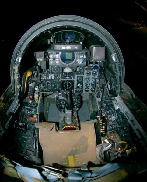 Fighter Jet Cockpits (16 pics)
