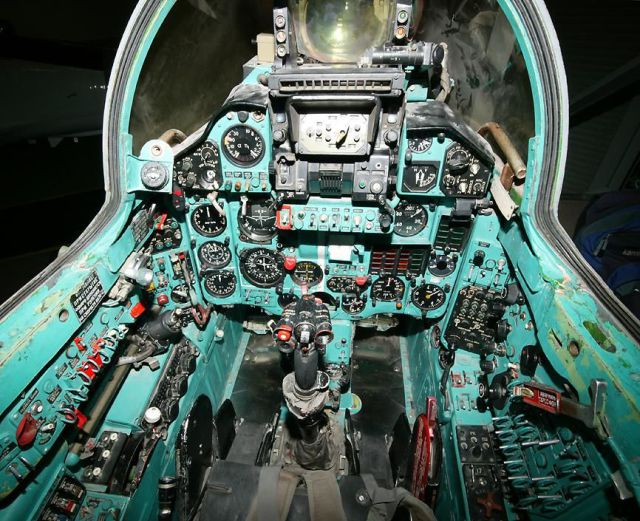 Fighter Jet Cockpits (16 pics)