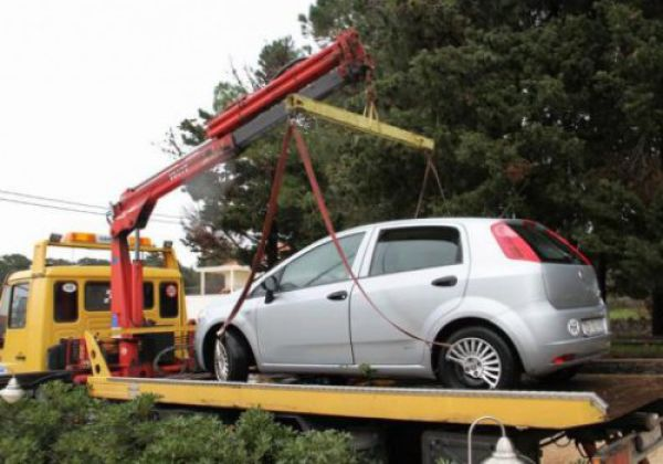 The Wrong Way to Park a Car (11 pics)