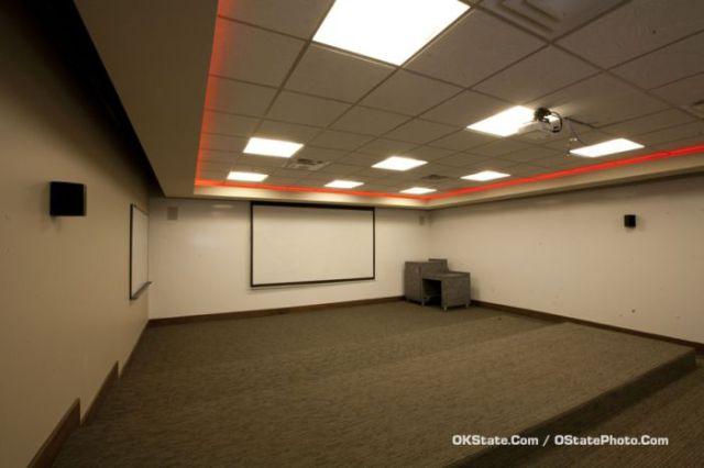 Sportsmen Locker Room in Oklahoma University (13 pics)