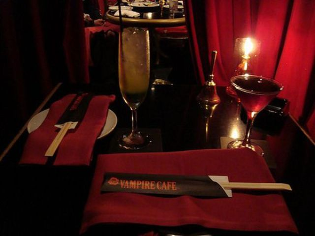 Welcome to the Vampire Cafe (9 pics)