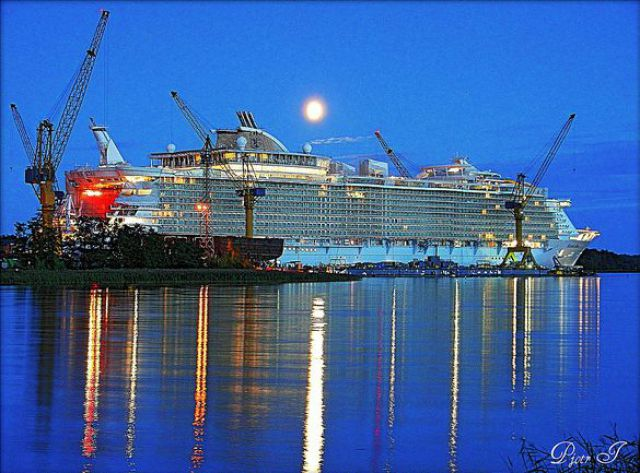 "Giant Cruise Ship ""Allure of the Seas"" (23 pics)"