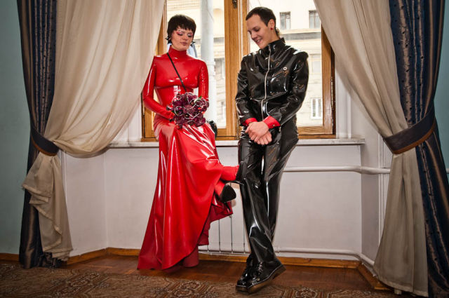 Latex Wedding (14 pics)