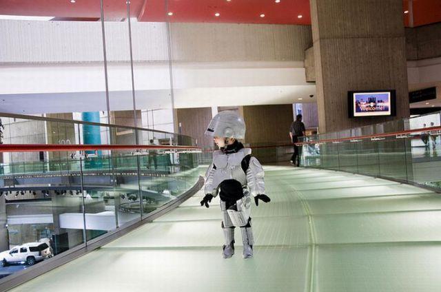 Pint Sized Robocop (20 pics)