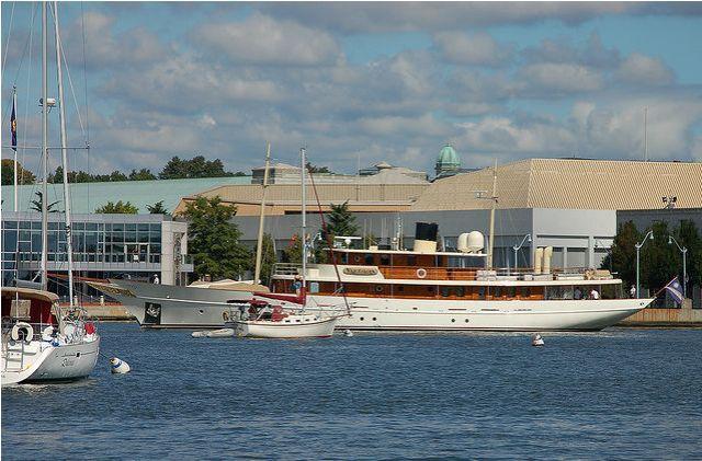 The Depp Yacht (14 pics)