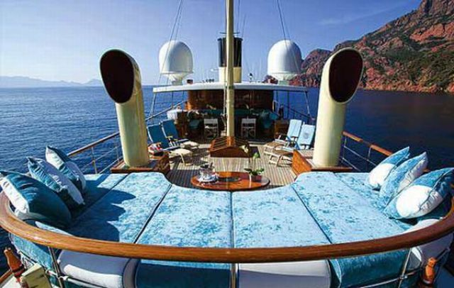 The Depp Yacht (14 pics)