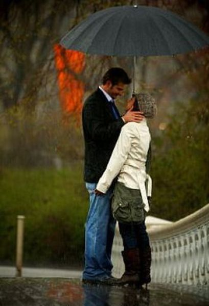 Romantic Proposal in the Rain (9 pics)