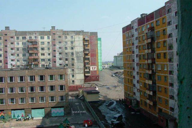"""""""Comfy"""" Siberian Apartment Buildings (23 pics)"""